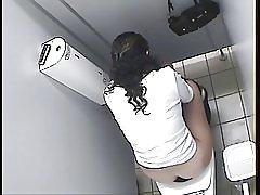 アラブの少女トイレ スパイ