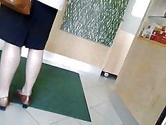スパイ マンゴーをパンストを履いた足