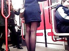 地下 4 で地下鉄 4 セクシーな美脚でセクシーな美脚