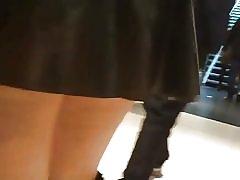 Lycaena ラテックス スカートでショッピング、体を曲げて、点滅