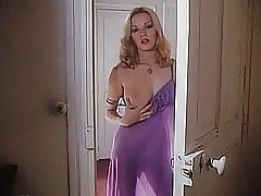 紫色のドレスでブリジット lahaie ソロ